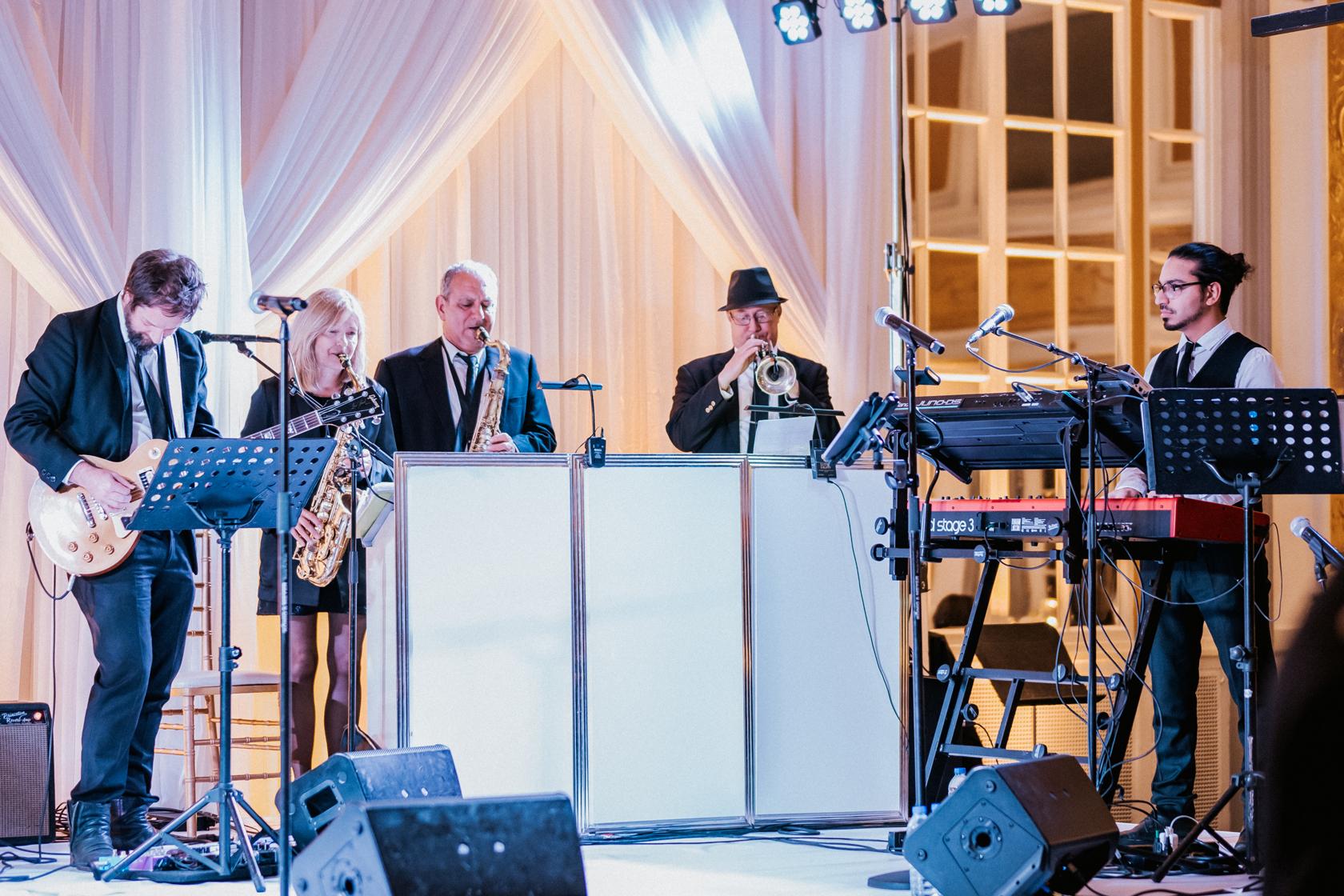 the-directors-showband-_-Montreal-wedding-band-_music-weddings-